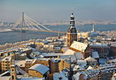 La ciudad de Riga nevada, capital de Letonia.